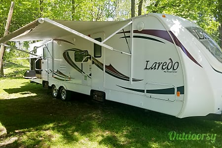 Keystone Laredo 30'  Greenfield, IN
