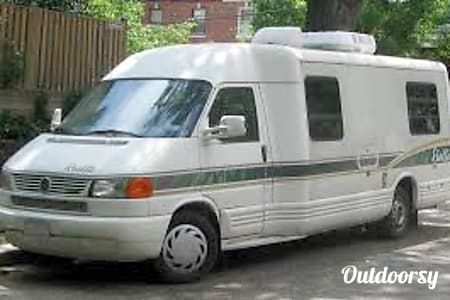 01998 Winnebago Rialta  Louisville, Kentucky