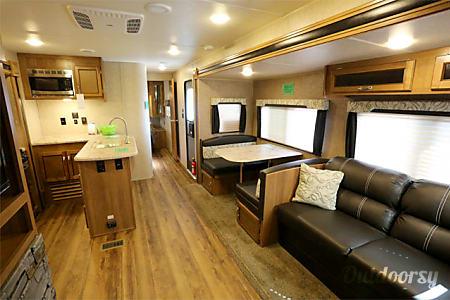 2017 Coachmen Catalina Legacy Series  Round Rock, TX
