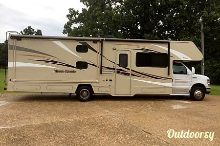 2016 Winnebago Bunkhouse Sleeps 10!  Fort Smith, Arkansas