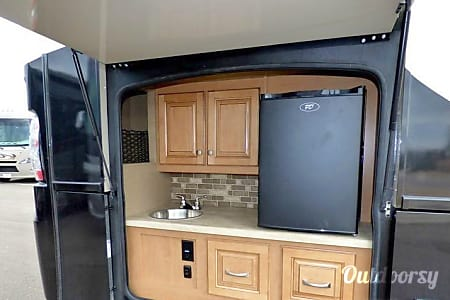 This is the one! Outdoor Kitchen & TV, Roomy Shower, Portable Gas Grill, Keurig  Temperance, Michigan