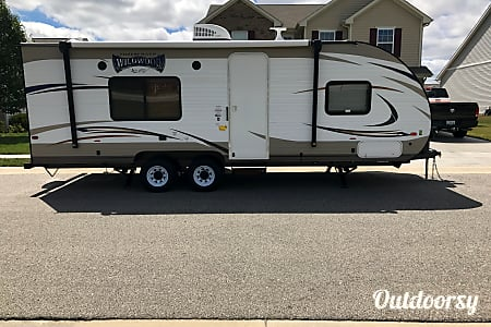 2018 FOREST RIVER WILDWOOD X-LITE 241QBXL, Now With Satellite TV!!  Brownsburg, Indiana