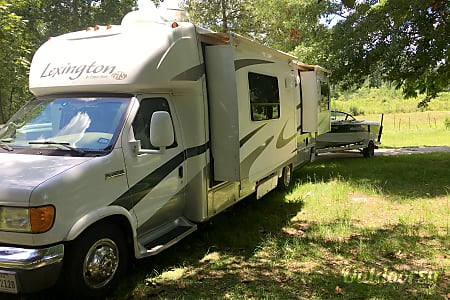 Matilda, A Stunning Updated Lake Cottage on Wheels, Not Your Regular Ole Boring RV  McKinney, Texas