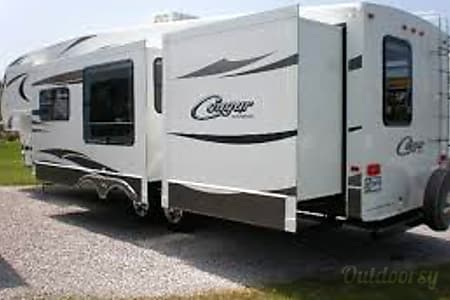 2014 Keystone Cougar 330RBK CLEAN.  NOT a Party camper  Duluth, Minnesota
