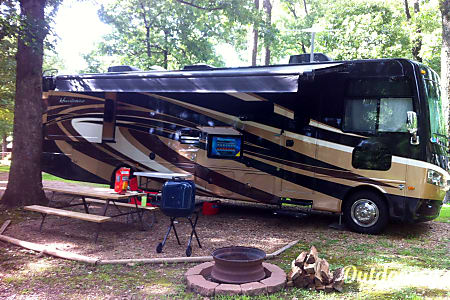 02015 Thor Motor Coach Hurricane  Bella Vista, Arkansas