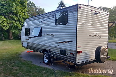 Awesome 2018 Travel Trailer - SUV, Mini Van, Crossover and Truck Towable – Perfect for 2-5 people  Commerce Charter Township, Michigan