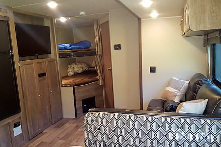 Spacious New Bunkhouse  Drop off/Pick up available  Bradenton, Florida