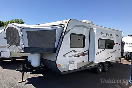 02013 Jayco Jay Feather Ultra Lite  South Orange, NJ