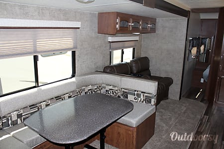 02018 Coachmen Freedom Express 29 SE  Buda, TX