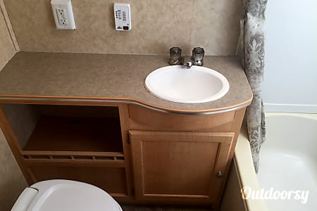 2006 Trail-Vision 233S Hybrid with delivery and set-up in the Holland Michigan Area!  Holland, MI