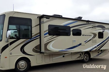 2018 Thor Motor Coach Windsport  Saint Petersburg, Florida