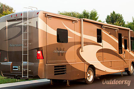 Winnebago Adventurer  Minneapolis, MN