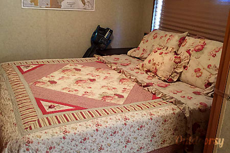 """2008 Winnebago Vista - """"Bessie"""" The Sweet Family Wagon you'll fall in love with!  Poquoson, Virginia"""