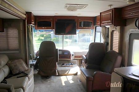 2007 Thor Motor Coach Hurricane  Fernandina Beach, Florida