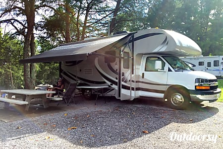 0RV There Yet? Well you could be !!!    In this 2013 Thor Motor Coach Chateau. Easy to drive and parking is a snap.  Knoxville, Tennessee