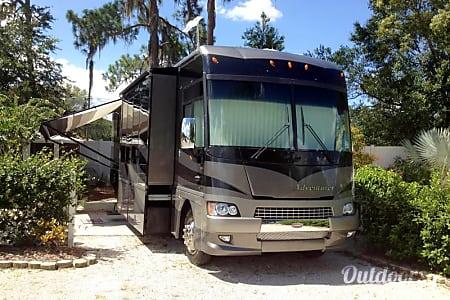 2006 Winnebago Adventurer  Lutz, Florida