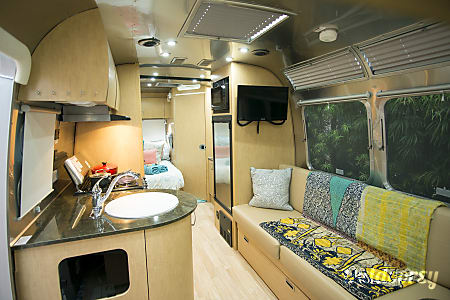 02016 Airstream Flying Cloud 23d  San Diego, CA