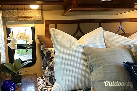0Brand New and Luxurious 27 foot 2017 Coachmen Pursuit  Carlsbad, CA