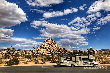 02015 Coachmen Leprechaun 32BH  El Monte, California