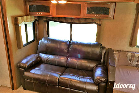 37' Prime Time Avenger, 3 Slide Outs, sleep up to 9  Addison, MI