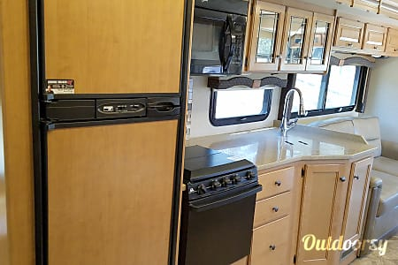 2016 - 29' Class A - Big luxury, small package!  Coarsegold, California