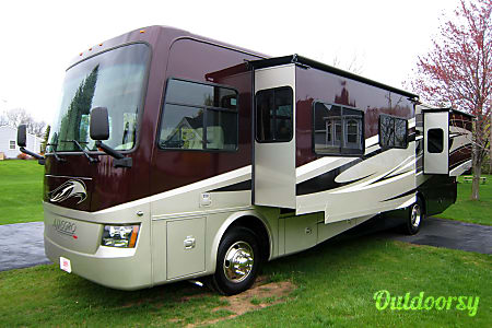 Diesel pusher with bunks!  Travel in style!  Milan, Michigan