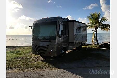 2015 Fleetwood Storm  Pompano Beach, Florida