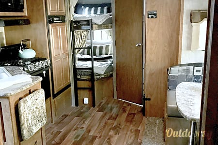 ALL-INCLUSIVE! Brand New OFF-ROAD Creek Side, a true FOUR SEASON, Luxury Camper!  Lyons, Colorado