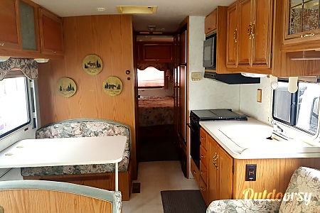 1996 Winnebago Adventurer  Bellevue, Washington