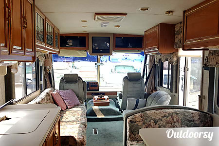 01996 Winnebago Adventurer  Bellevue, Washington
