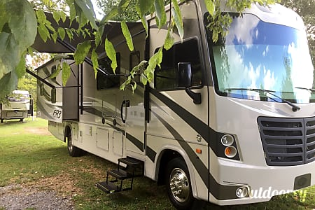 2017 Forest River FR3 34' Class A Gas Motorhome with Bunks (optional tow dolly available)  Georgetown, Texas