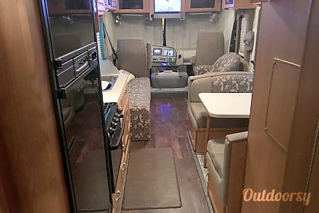 2007 Thor Motor Coach Hurricane  Monrovia, Indiana