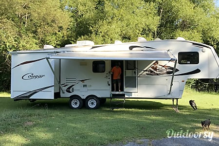 02009 Keystone Cougar 5th Wheel w/Gooseneck Hitch  Fayetteville, Georgia