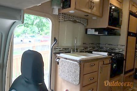 2016 Thor Motor Coach Four Winds  Sumner, Washington
