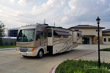 Fleetwood Pace Arrow 38P (Stevie) with WiFi, optional Satellite, and optional Jeep Wrangler Unlimited!  Spring, Texas