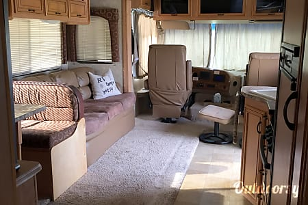 2011 Thor Motor Coach Hurricane  Cross Roads, Texas