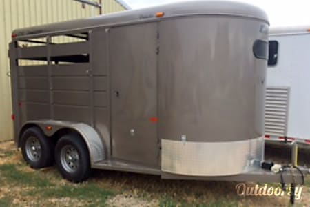 02016 CM Dakota    Slant Load Horse Trailer     CMH0832-14  West Jordan, UT