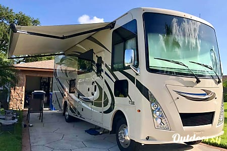02018 Thor Motor Coach Windsport  Saint Petersburg, Florida