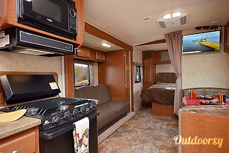 02017 Northwood Nash 24M 4 Season Travel Trailer  Longmont, Colorado