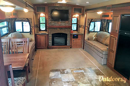 36' Jayco Eagle, Fireplace, Private Rooms and More, Sleep up to 6  Addison, MI