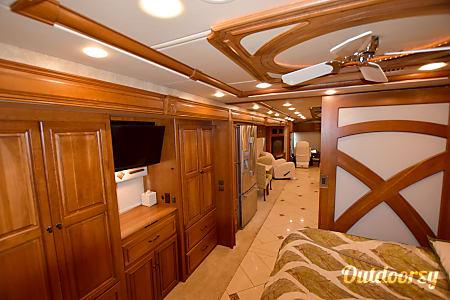 Winnebago Tour - 42' Luxury Class A Diesel RV  Riverview, FL
