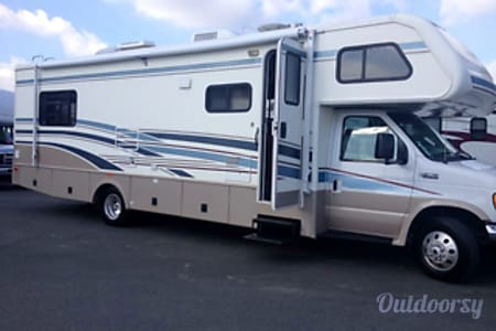 0Making Memories! (31 ft, sleeps 8) 2004 Jamboree with 1 super slide and fully stocked!!  Escondido, California