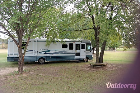 2001 Winnebago Chieftain  Kemp, Texas