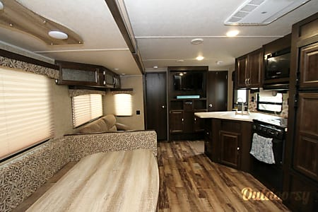 Bunkhouse Bessy - 2017 2 Bedroom RV  Destin, Florida