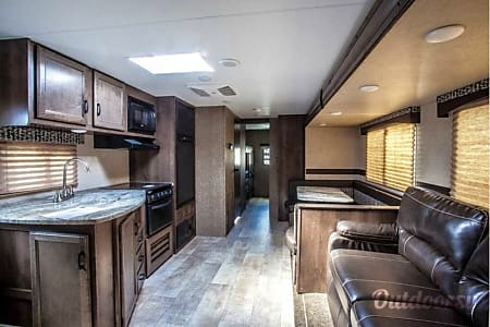 """""""The Bunkhouse"""" - 2018 Connect 312BHK - Ask about our UGA Tailgating Special or Delivery Option  Monroe, GA"""