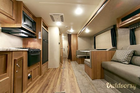 Memory Maker - 2018 Coachmen Catalina SBX  O'Fallon, Missouri