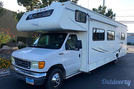 028 FT CLASS C RV SLEEPS 8 DRIVES LIKE A CAR NICK NAME (JENNY)  Las Vegas, NV