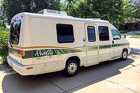 """Harvey"" ""Loves to Roam"" Great Gas Milage with 1998 Winnebago Rialta  Racine, Wisconsin"
