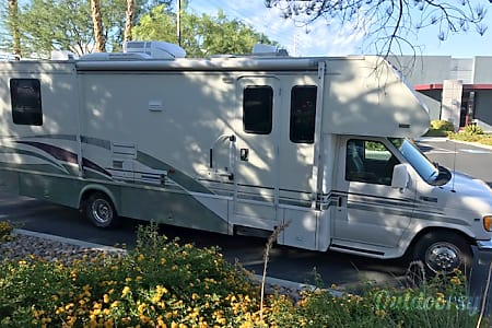 028 FT CLASS C RV SLEEPS 8 DRIVES LIKE A CAR NICK NAME (GRACY)  Las Vegas, NV