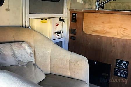 28 FT CLASS C RV SLEEPS 8 DRIVES LIKE A CAR NICK NAME (GRACY)  Las Vegas, Nevada
